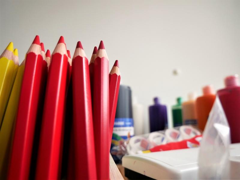 Stifte und Farben in der Kita